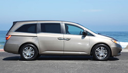 Taxi from Bangkok City to Pattaya beach with Honda Odyssey private transport.