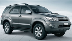 Taxi from Pattaya to Bangkok city with Toyota Fortuner cheap transport.